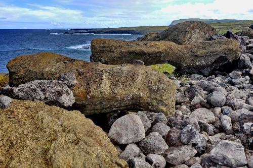 moai renversés ile de paques_01.JPG
