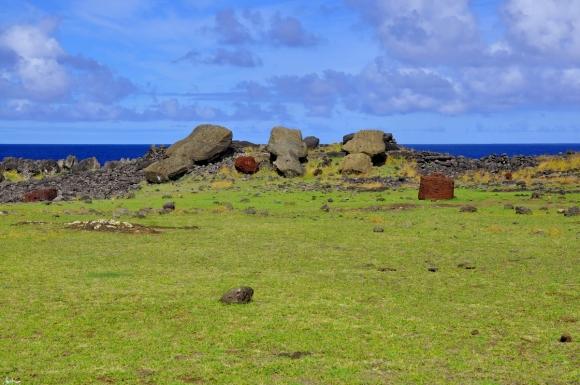 moai renversés ile de paques_02.JPG