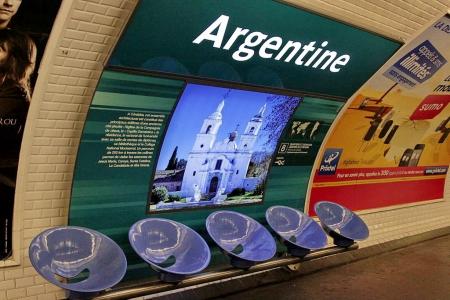 1024px-Metro_de_Paris_-_Ligne_1_-_Argentine_(2).jpg