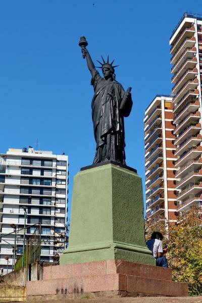 statue de la liberte buenos aires 3.JPG
